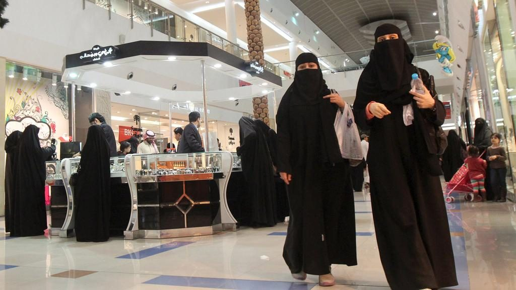 Saudi Arabia decrees sweeping changes to women's rights